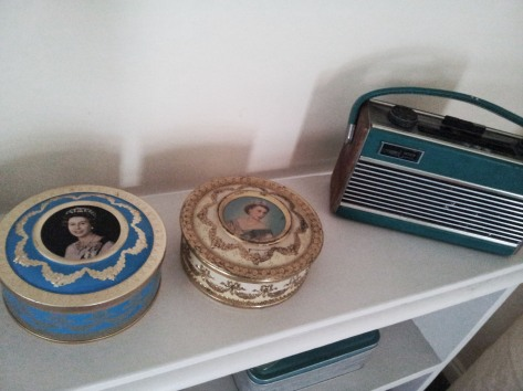 Vintage tins with the queen